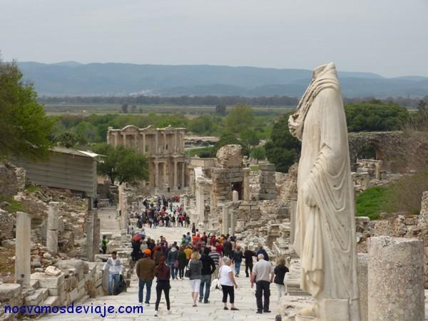 Efeso y el antiguo mar al fondo