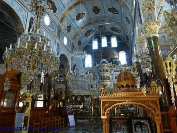 Iglesia Taxiarchis en Mesta