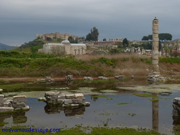 Restos del Templo de Artemisa