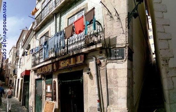 La calle mas estrecha de Lsiboa en Alfama