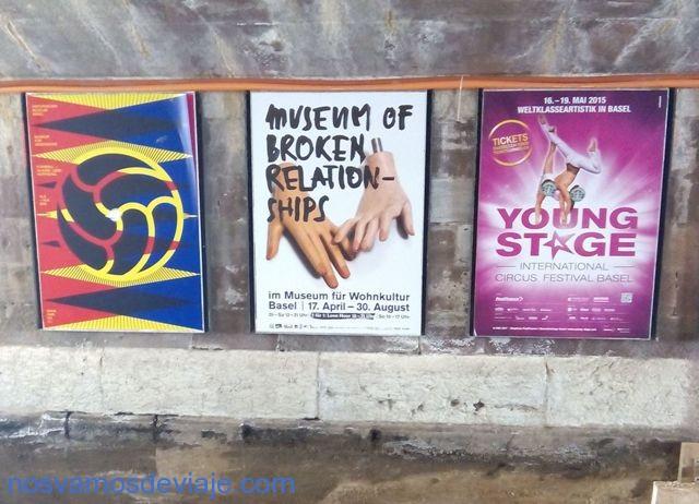 Cartel de museo de relaciones rotas