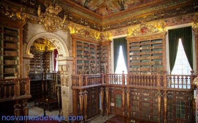 Estantes de Biblioteca Joanina. Foto Universidad de Coimbra
