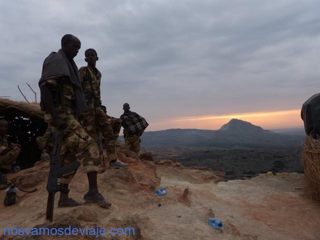militares en crater Erta Ale