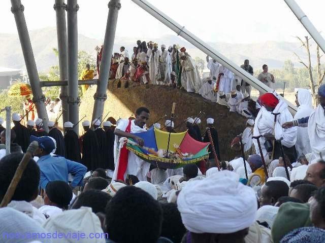 Paraguas ceremonial recogiendo donativos