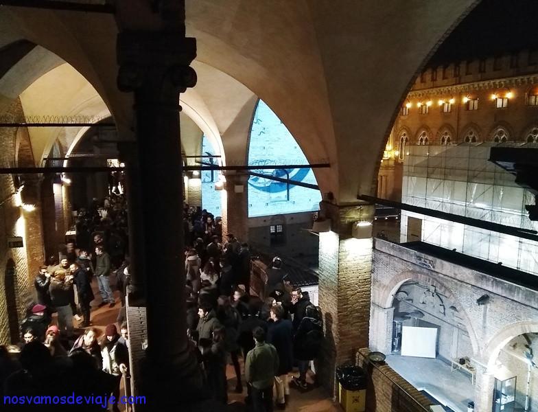 Baile moderno en entorno clasico Palacio Re Enzo