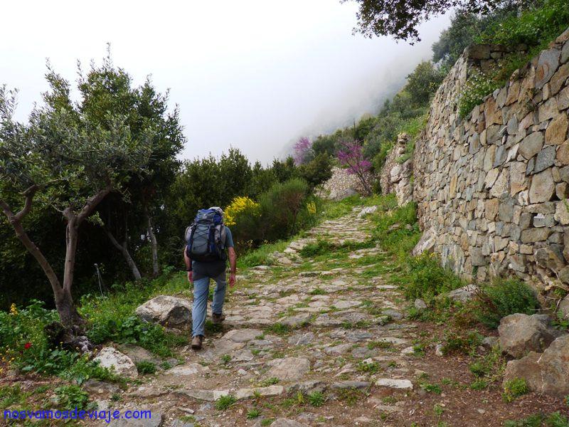 Kalderimi hacia Simonos Petras