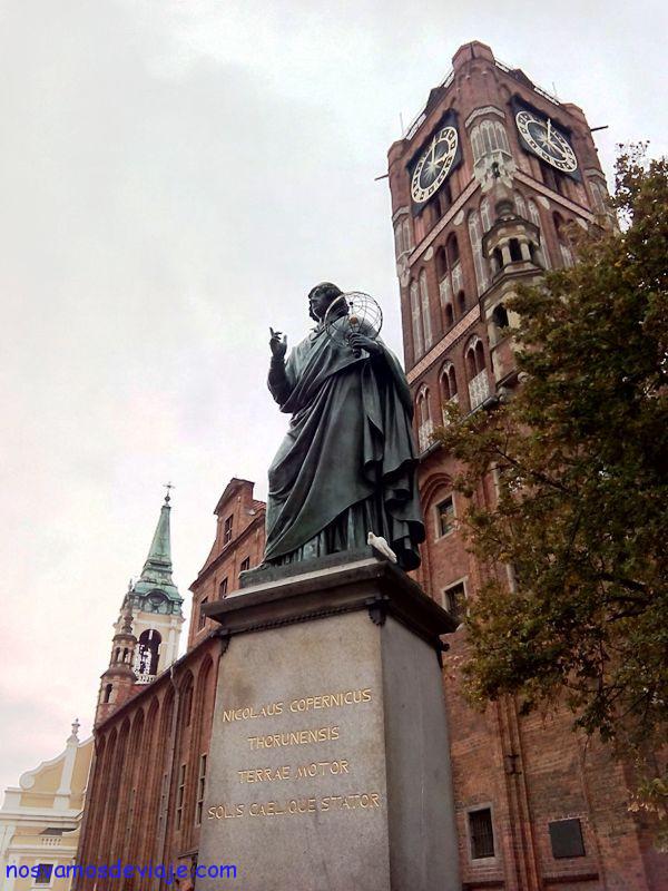 Copernico y catedral de Torun