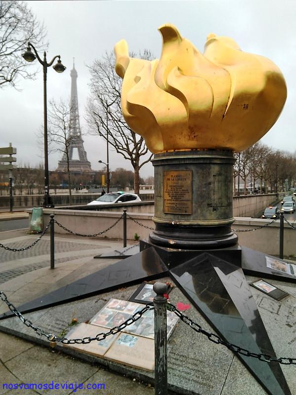 Llama de la libertad Paris