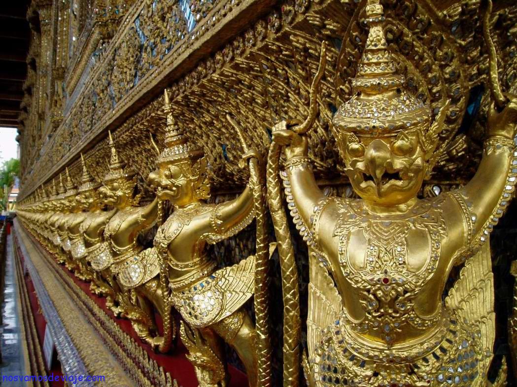 Garudas-en-la-capilla-del-Buda-Esmeralda