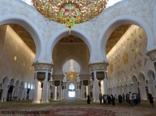 Interior de la mezquita Sheikh zayed